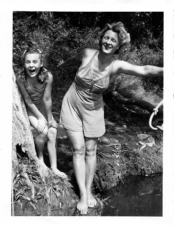 Photo of Elsie and Sally Anne 1943